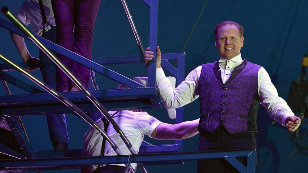 Nik Wallenda will walk across a high wire 25 stories above NYC's Times Square