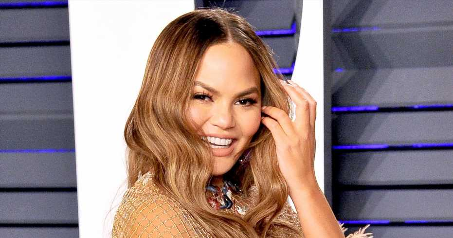 'Truly Sorry' Chrissy Teigen Apologizes for Spoiling 'The Voice' Finale