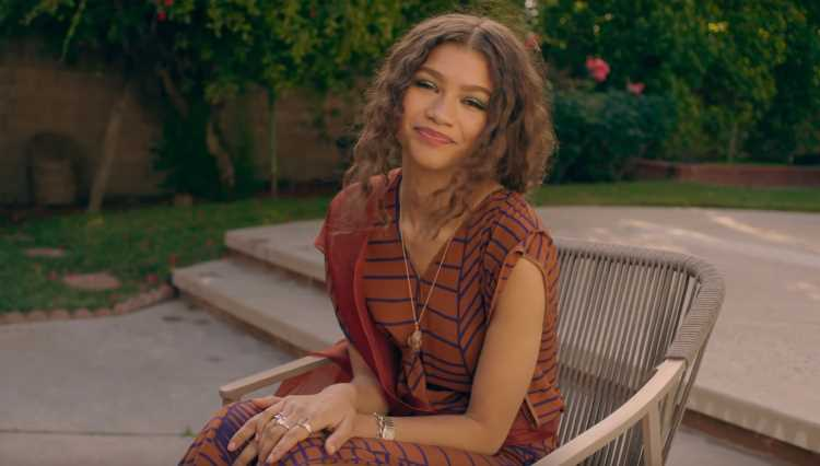 Zendaya Gives Advice to Younger Self in '73 Questions' Video With Vogue