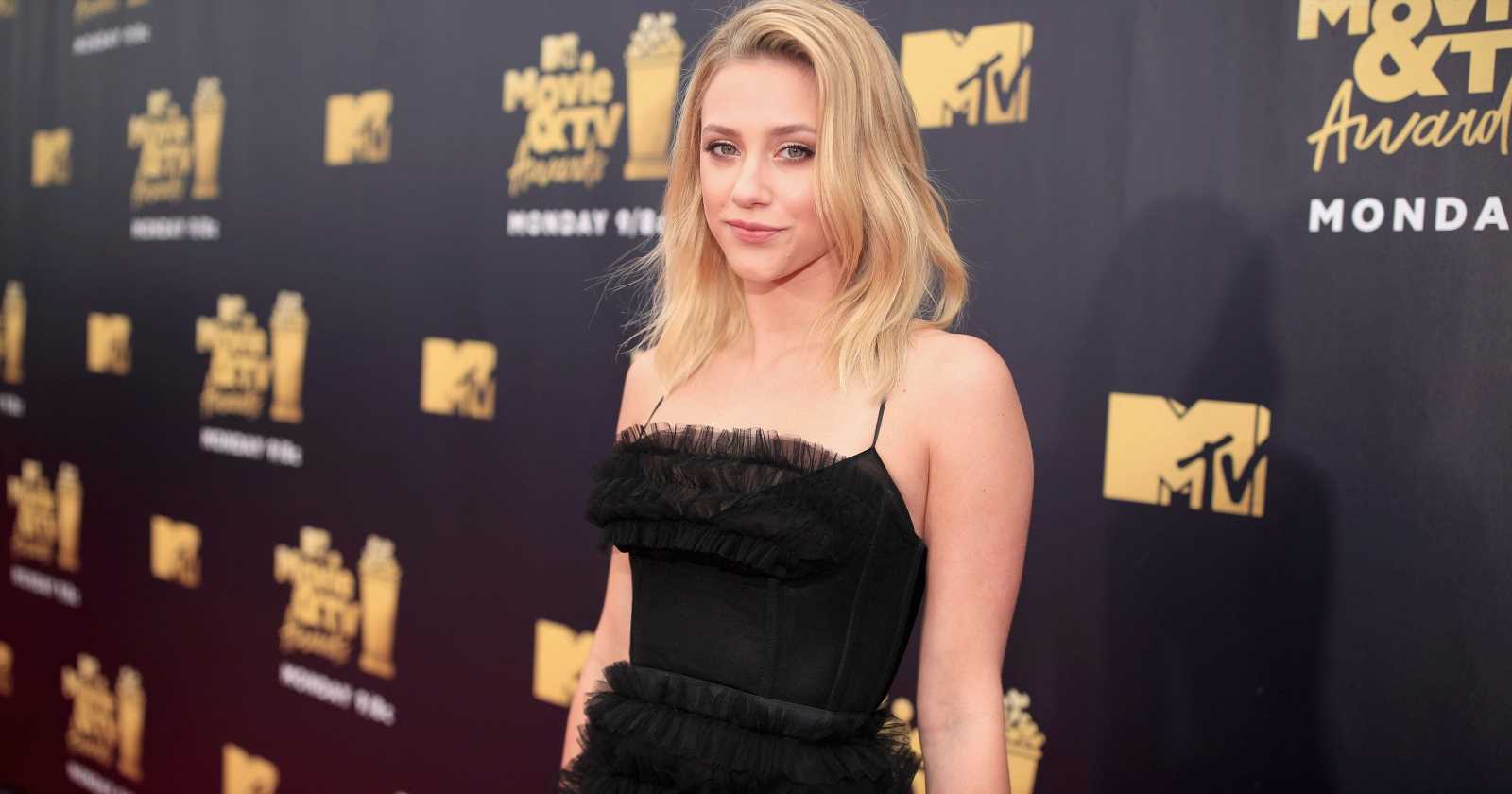 Lili Reinhart warns travelers about fake Uber drivers after her own airport experience