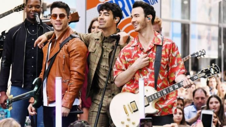 Jonas Brothers score a No. 1 album for first time in a decade