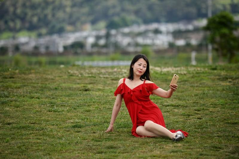 Picture perfect: Chinese tourists flock to lake to recreate viral photos
