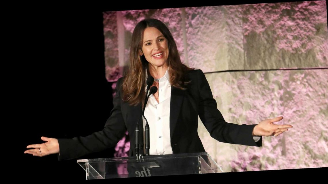 Jennifer Garner's Nutritionist Says She Never Recommends Snacking On Protein Bars