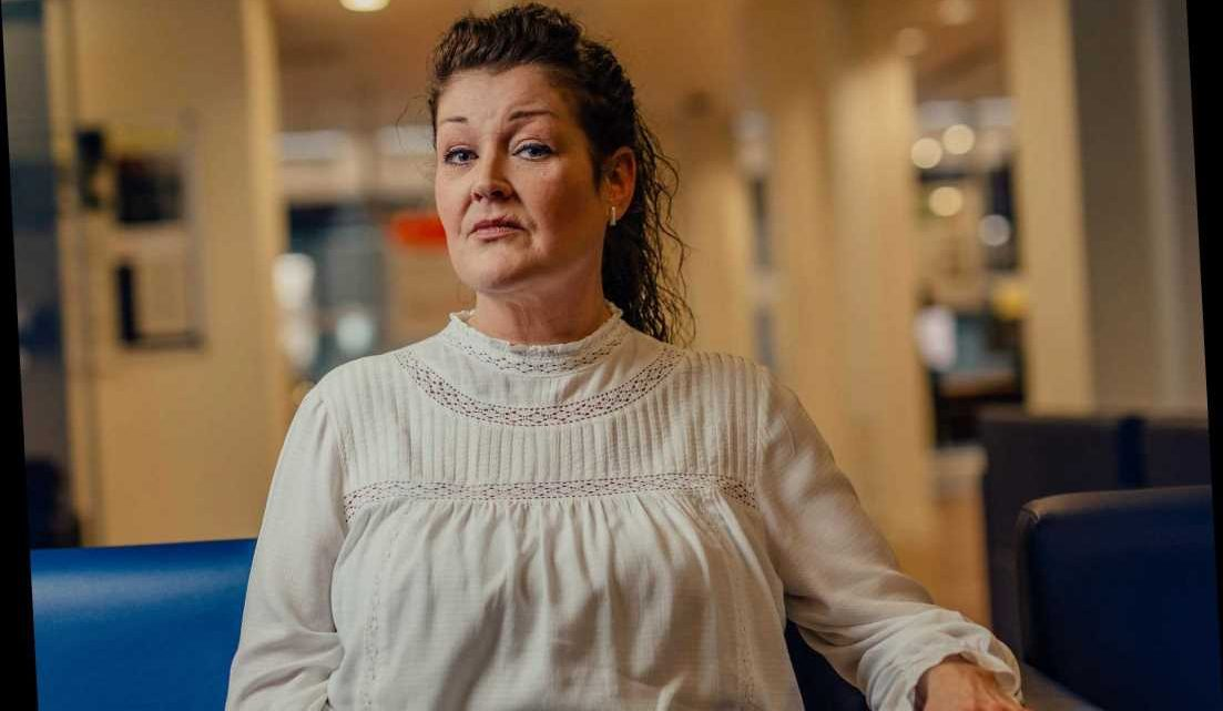 Single mum in tears as Universal Credit five-week wait leaves her with no money for food or bills