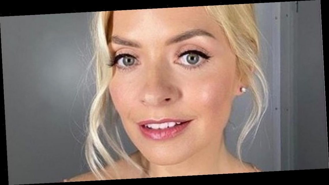 Holly Willoughby delights fans with intimate bedroom snap of her in pyjamas