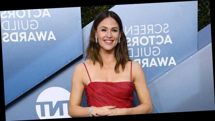 Dry Hair? Split Ends? Heal Your Hair at Home With Jennifer Garner's Go-To Oil