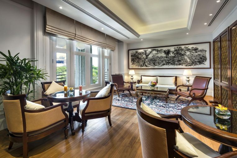 Work from hotel: Resisting the call of the bed, bathtub, and views of Marina Bay at Fullerton Hotel
