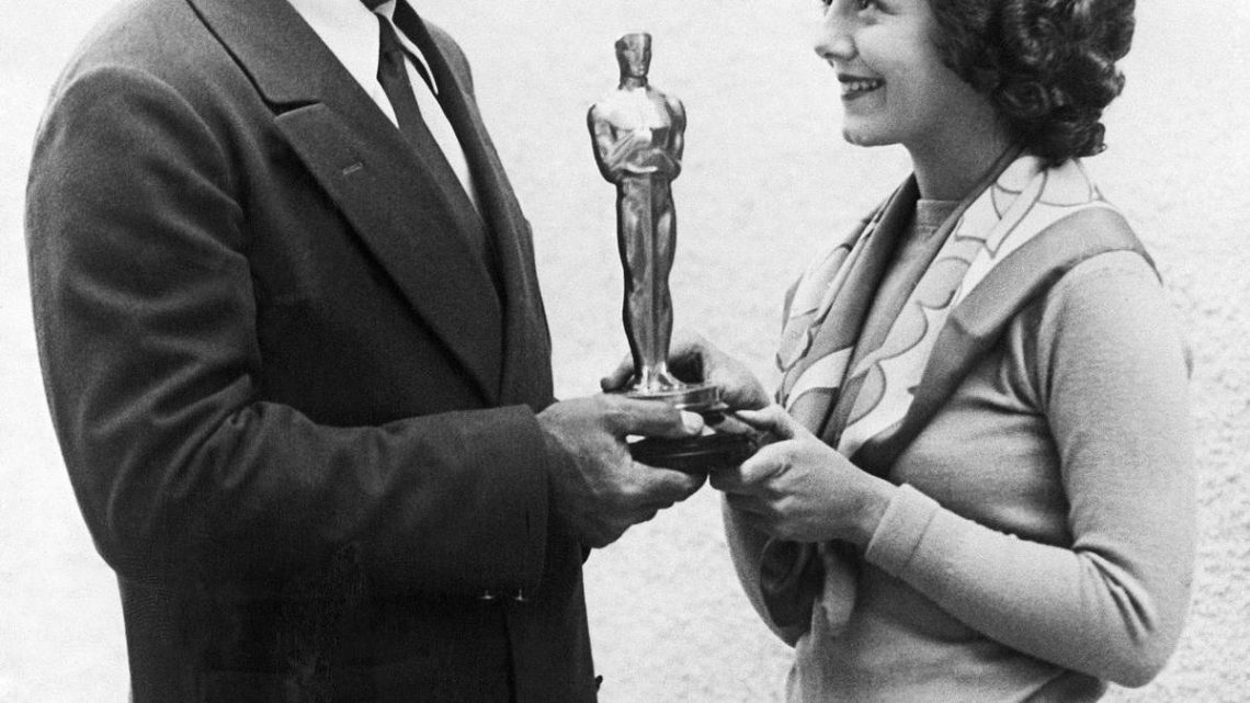 The first Oscar ceremony lasted 15 minutes. What happened?