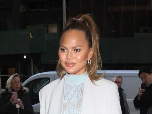 Chrissy Teigen Embraces Her Surgical Scars In Nude Selfie