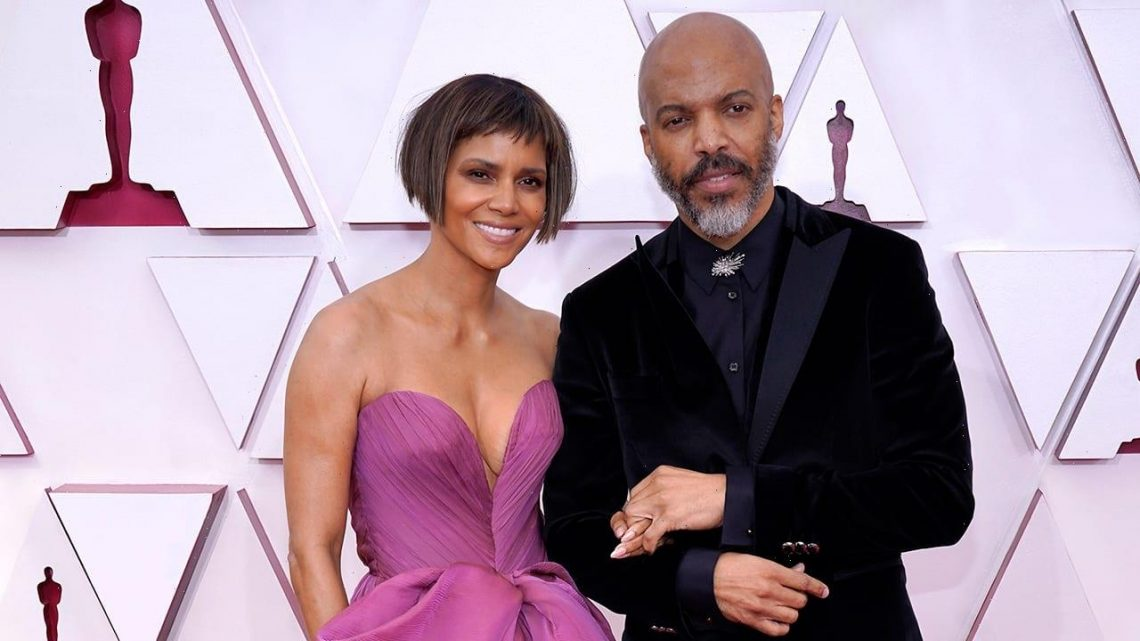 Halle Berry hits Oscars red carpet with new hairstyle, makes debut with boyfriend Van Hunt