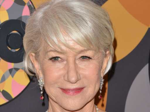Helen Mirren Is the Perfect English Rose in This Romantic SAG Awards Looks That Has Everyone Talking