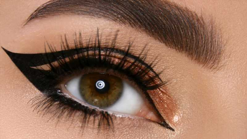 The Safest Eyeliners To Use For Tightlining