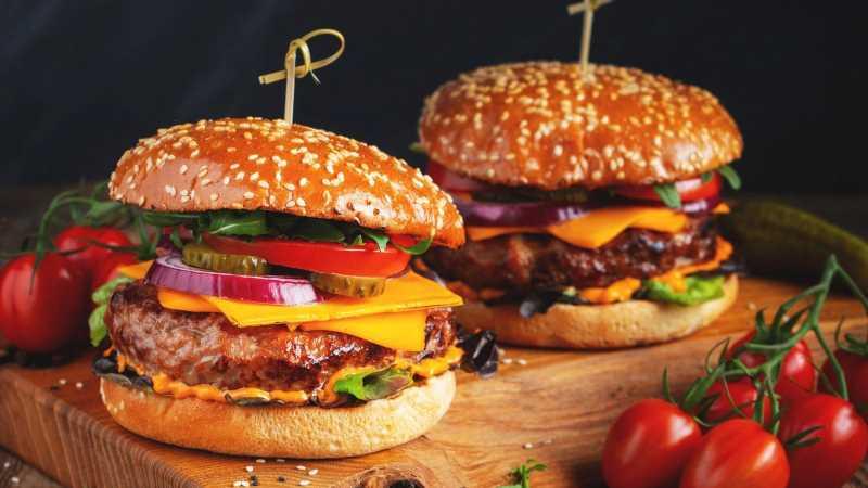 Carb-Free Burger Bun Ideas You Need This Grilling Season