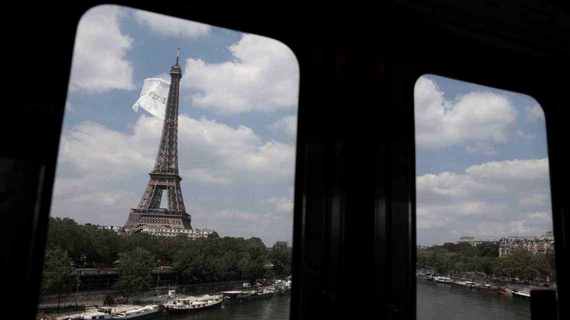 France puts out welcome sign for Americans – but only if they're vaccinated against COVID