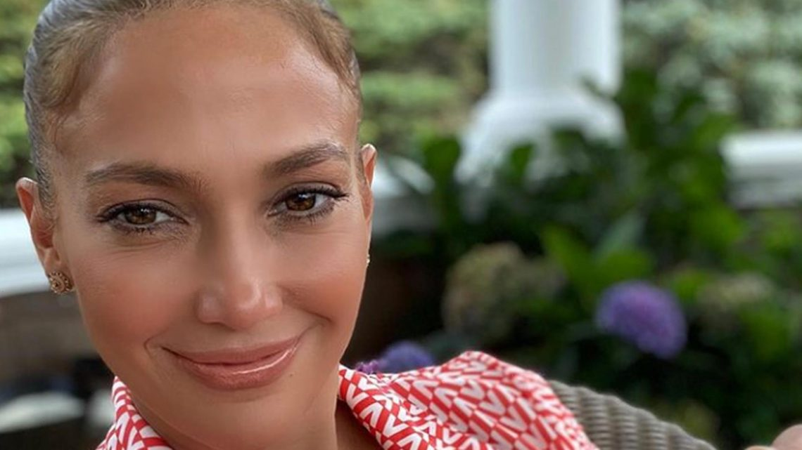 This Puff Sleeve Blouse Reminds Us of the 1 Jennifer Lopez Just Wore