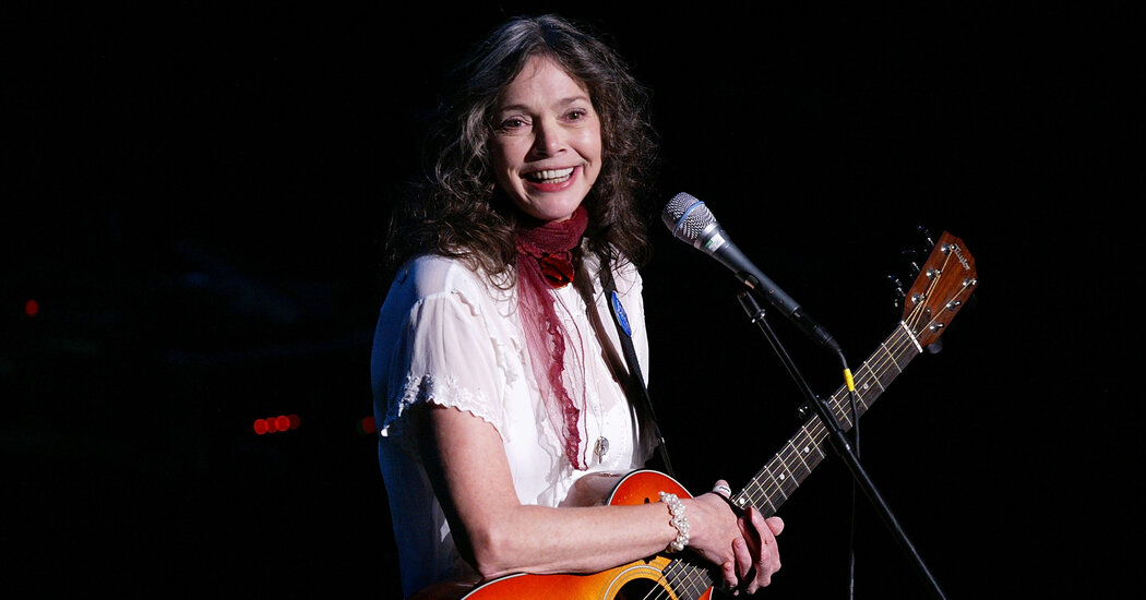 Nanci Griffith, Singer Who Mixed Folk and Country, Dies at 68