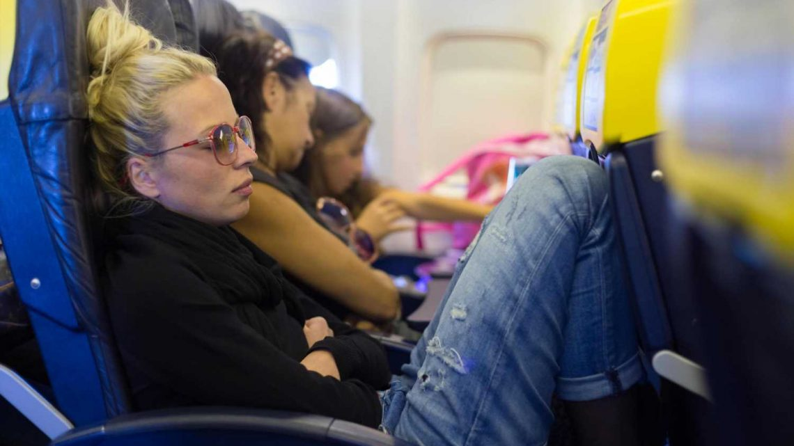 Flight attendant rules who gets the middle armrest on planes & most passengers won't be happy
