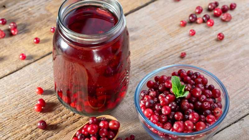 Here's What Drinking Cranberry Juice Can And Can't Do For You
