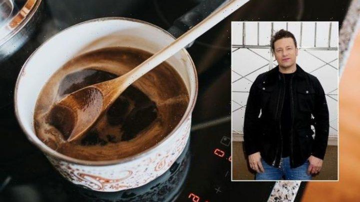 Jamie Oliver: Chef shares 'flavoursome' roast dinner gravy recipe – 'super easy'