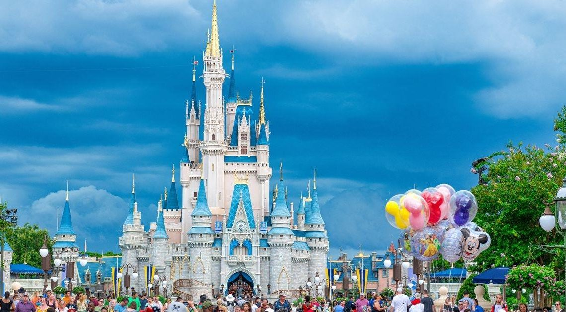 Mortified mum finds rude note on car during Disney World trip with disabled son