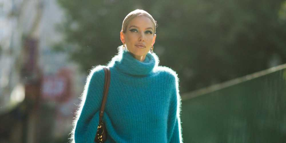 13 Fun Fall Outfits That Revolve Around a Turtleneck