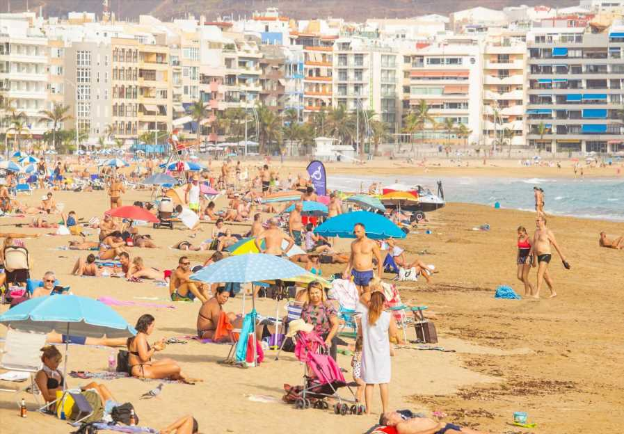 Holidays next summer to be 'test free' with no traffic light rules, says transport secretary – saving families hundreds