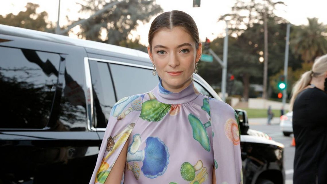 Lorde sparks rumours she's engaged to music executive boyfriend Justin Warren